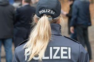 Đức tuyển nữ cảnh sát trẻ trên kênh YouTube