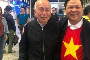 Cụ già 80 tuổi bay sang Dubai cổ vũ tuyển Việt Nam