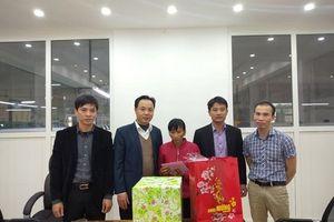 LĐLĐ huyện Thường Tín thăm tặng quà Tết cho CNVCLĐ