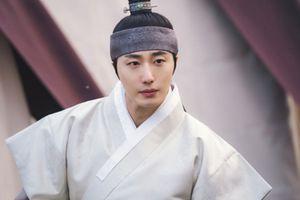 'Haechi': Dù Go Ara giả trai, hoàng tử Jung Il Woo vẫn có ánh nhìn đầy tình ý