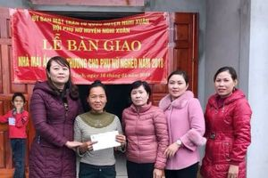 Hà Tĩnh: Trao tặng nhà 'Mái ấm tình thương' phụ nữ có hoàn cảnh khó khăn