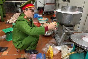 Nghệ An: Xử phạt cơ sản xuất giò chả sử dụng chất phụ gia không rõ nguồn gốc