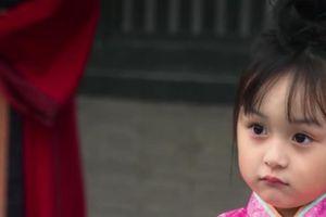 Bản sao nhí của Triệu Lệ Dĩnh khiến fan xuýt xoa vì xinh đẹp tựa thiên thần