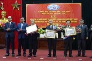 Huyện ủy Thanh Trì tổ chức trao Huy hiệu Đảng đợt 3-2 cho 159 đảng viên