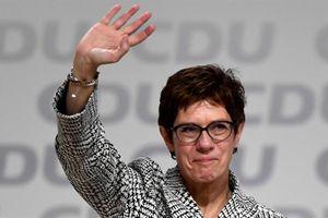 Người kế vị bà Merkel trong Đảng: Mỹ chia rẽ thế giới?