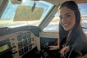 Ngắm nữ phi công xinh đẹp nhất thế giới 'hút hồn' hành khách