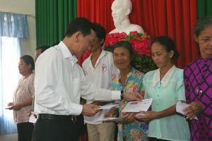 Báo GĐVN tại Cần Thơ trao quà Tết cho gia đình khó khăn phường An Khánh