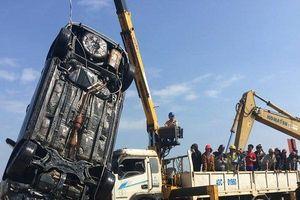 Hé lộ nguyên nhân người chồng chở cả gia đình lao xe xuống sông khiến 3 người tử vong