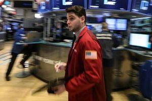 Nhà đầu tư bất an, chứng khoán Mỹ giằng co