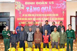 Binh đoàn 15 chúc Tết đồng bào nghèo vùng biên giới tỉnh Gia Lai
