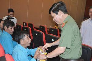 Thứ trưởng Bộ Công an Nguyễn Văn Sơn thăm Bệnh viện Ung bướu Đà Nẵng