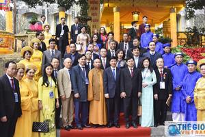 Trực tuyến: Đoàn đại biểu kiều bào dự Xuân quê hương 2019 dâng hương tại Điện Kính Thiên