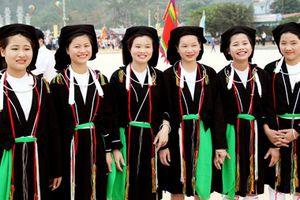 Váy xẻ Hồ Sơn