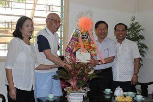 Thứ trưởng Lê Tấn Dũng thăm và chúc Tết nguyên Lãnh đạo Bộ LĐ-TB&XH
