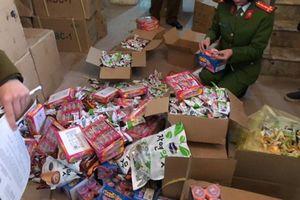 Thu giữ hơn 2,1 tấn bánh kẹo nhập lậu không rõ nguồn gốc