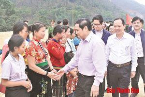 Đồng chí Phạm Minh Chính, Ủy viên Bộ Chính trị, Bí thư Trung ương Đảng, Trưởng Ban Tổ chức Trung ương kiểm tra tình hình khắc phục hậu quả lũ lụt tại huyện Mường Lát