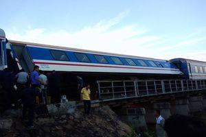Tàu hỏa Bắc - Nam trật bánh ở Bình Thuận, hàng loạt chuyến tàu Tết bị chậm giờ