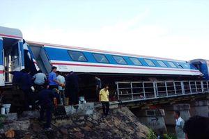 Thông tuyến đường sắt Bắc - Nam sau nửa ngày tê liệt