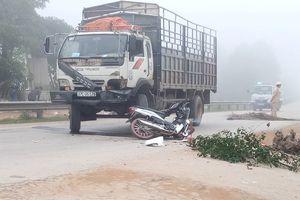 Nghệ An: Va chạm với xe tải, nam thanh niên tử vong