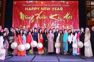 Cộng đồng người Việt ở Tây Canada hân hoan đón Tết cổ truyền