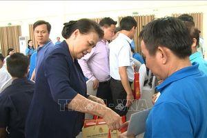 Chủ tịch Quốc hội dự 'Tết sum vầy' cùng công nhân lao động Bình Dương
