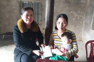 Hà Tĩnh: Chung tay chia sẻ với gia cảnh của cháu bé tật nguyền