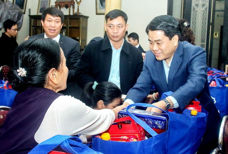 Chủ tịch UBND thành phố chúc Tết tại Giáo xứ Chính tòa Hà Nội