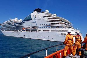 Cứu du khách Mỹ bị nạn trên tàu Seabourn Ovation