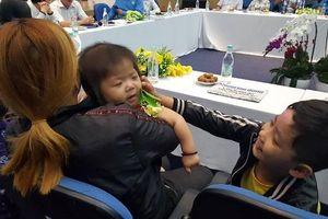 3 trẻ mồ côi do cha mẹ bị tai nạn được giúp đỡ hơn 4 tỉ đồng