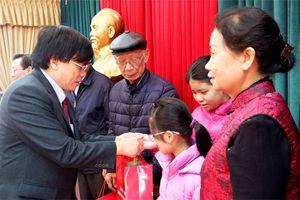 Hà Đông: Gần 120 đối tượng chính sách, hộ nghèo được tặng quà dịp Tết Nguyên đán Kỷ Hợi