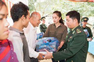 Hoa hậu Trần Tiểu Vy trở lại thăm bà con bản Nịu trước Tết