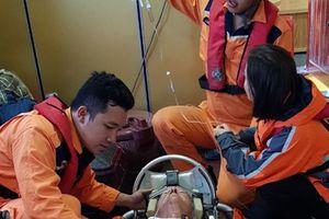 Cấp cứu khẩn du khách Mỹ trên du thuyền quốc tế giữa biển