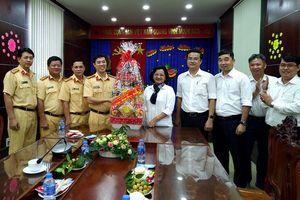 Lãnh đạo TPHCM thăm, tặng quà tết lực lượng cảnh sát giao thông