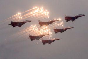 Nga rầm rập phô diễn vũ khí nhân dịp kỷ niệm 75 năm chiến thắng Leningrad