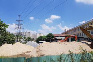 Phường Yên Nghĩa (Hà Đông): Bãi tập kết vật liệu xây dựng đổ tràn lan trong khu dân cư