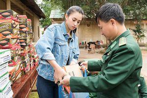 Hoa hậu Tiểu Vy trở lại bản Nịu, mang Tết ấm cho bà con