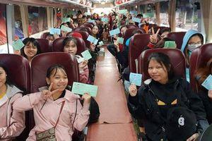 Những chuyến xe Tết ấm tình đưa công nhân nghèo về quê