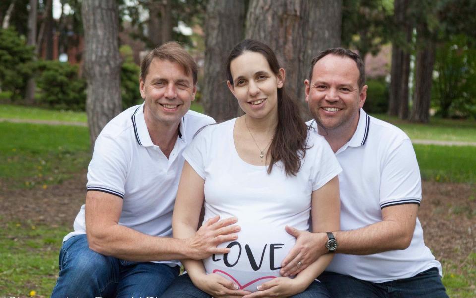 Kỳ lạ người phụ nữ chấp nhận mang thai cùng lúc với 2 người đàn ông, tạo ra cặp song sinh cùng mẹ khác bố