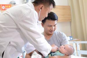 Em bé bị bệnh tim được 'tái sinh' bằng kỹ thuật mổ tim không đau