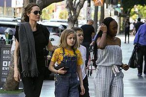 Angelina Jolie để mặt mộc, xinh đẹp ra phố cùng các con dịp cuối tuần