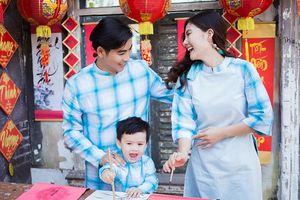 Ngọc Lan ghen tị khi con trai và chồng quá ăn ý trong bộ ảnh Tết