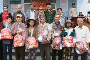 Phú Yên: 1 tỷ đồng tặng quà cho người dân dịp tết