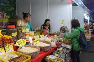 Thị trường hàng hóa Tết dồi dào