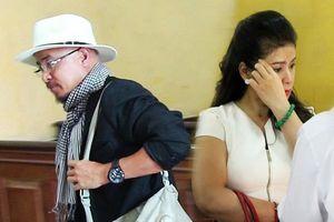 Vợ chồng ông Đặng Lê Nguyên Vũ ra tòa ngày cận Tết