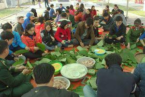 Đầm ấm lễ hội bánh chưng vì người nghèo ở Ba Đồn