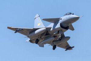 Sau tên lửa, Lào sẽ mua tiêm kích J-10C từ Trung Quốc?