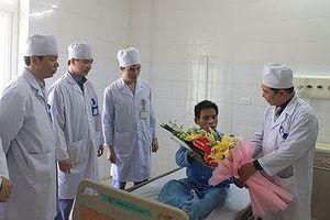 Thay động mạch chủ nhân tạo thành công cho bệnh nhân