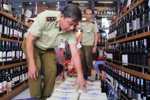 Thu giữ hàng trăm chai rượu ngoại không rõ nguồn gốc