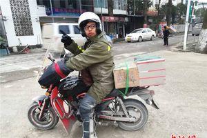 Chàng trai chở tro cốt cha vượt quãng đường hơn 4.000 km về quê ăn Tết