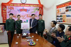 Đồng chí Nguyễn Văn Hưởng, Trưởng Ban Dân vận Tỉnh ủy chúc tết tại huyện Hải Hà